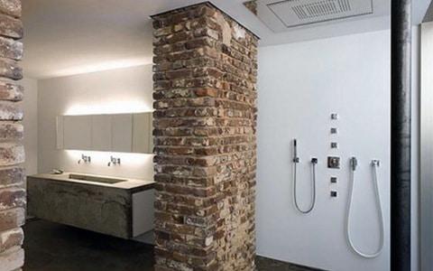 bakstenen in de badkamer - vocht vermijden