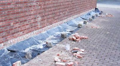 optrekkend vocht bestrijden muur onderkappen
